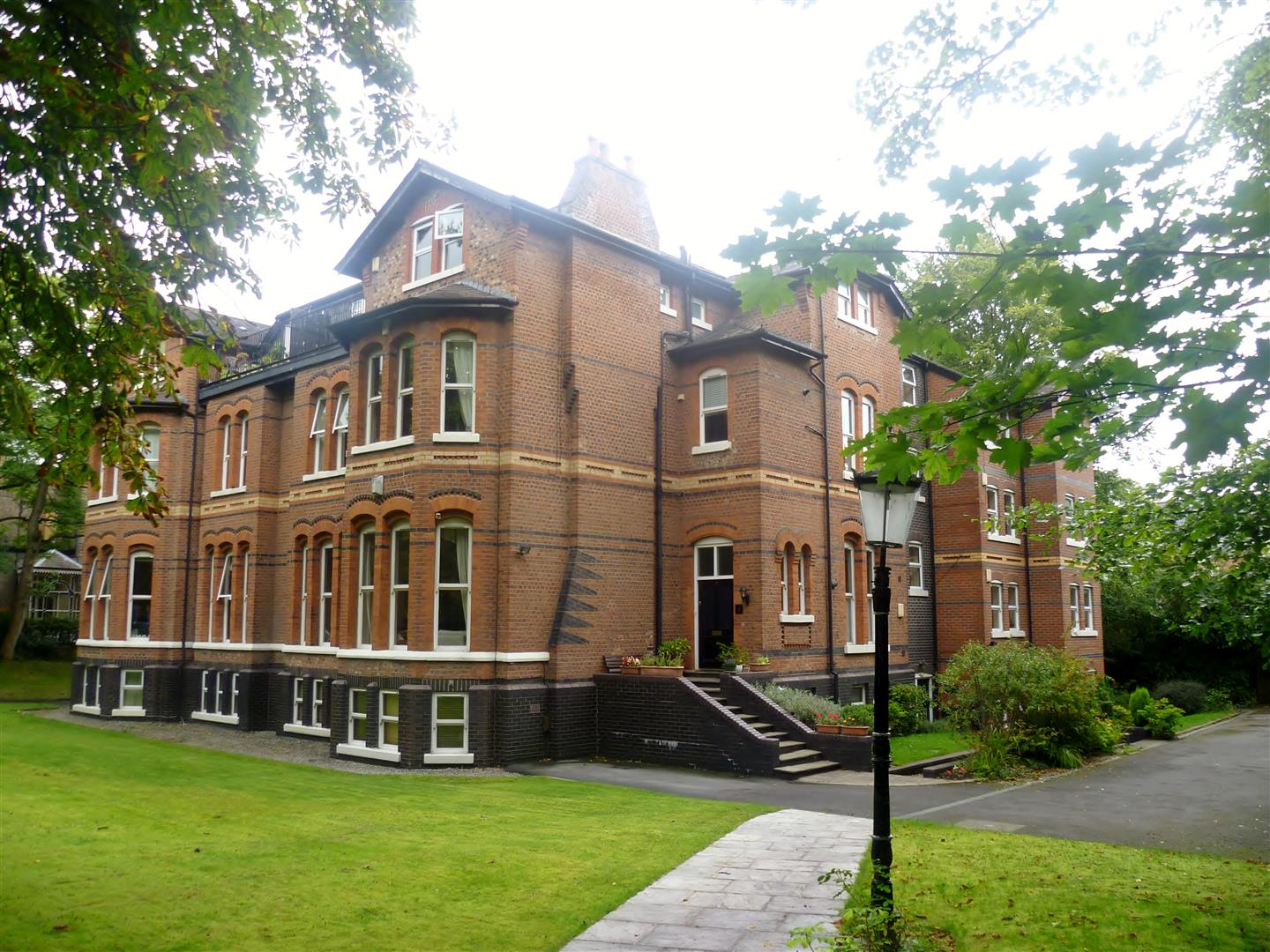 2 Bedrooms Flat for sale in Ellesmere Road, Eccles, Manchester